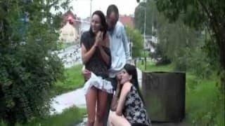 Un trio dans la rue