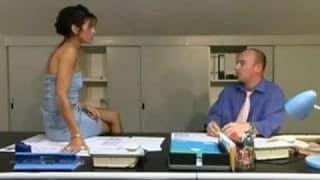 Une secrétaire qui aime la sodomie
