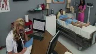 Deux infirmières en chaleurs