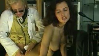 Porno vintage avec une brune poilue