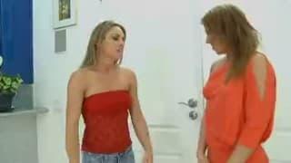 MILF nympho se tape le fils de sa copine!