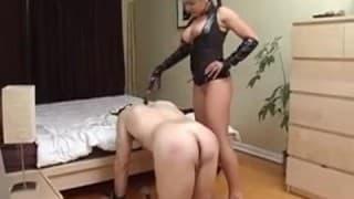 Une dominatrice domine son mari