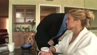 Dès le réveil, elle remet le couvert