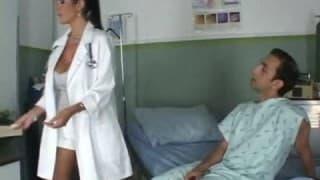 Une infirmière qui aime prendre du bon temps