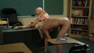 Une étudiante avec sa prof lesbienne