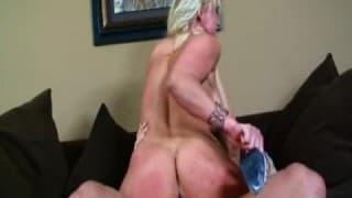 Du sexe hardcore avec une blonde pulpeuse