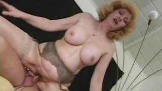 Une femme mature bien poilue