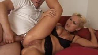 Blonde en rut pour son sexe