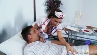 Une infirmière bien gourmande