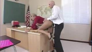 Elle succombe à son prof