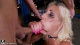 Une baise hardcore avec une pornstar très bien gaulée!