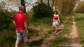 Des coups de chibres en forêt