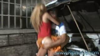 Yanina Aguilar se fait baiser violemment dans le garage