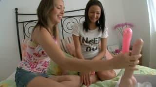 voir des lesbiennes se doigter le trou du cul : video de