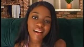 Cette jeune black a des seins fantastiques