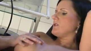 Une femme enceinte bien baisée par le docteur!
