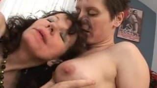 De la lesbienne mature et poilue