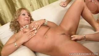 Porno à trois avec une femme mature