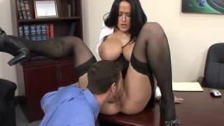 Carmella Bing une vraie secrétaire avec un physique inoubliable