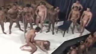 Le bon gang bang d'une brésilienne en chaleur