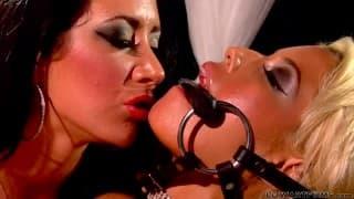 Bridgette B et Jayden James deux femmes qui aiment le sexe lesbien