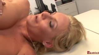 Une grosse sodomie pour Phoenix Marie la secrétaire