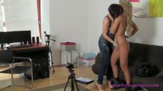 Becky une lesbienne sublime pour une vidéo XXX
