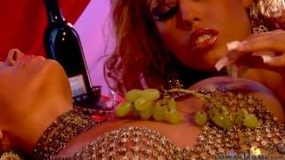 Sienna West pour quelques coups de langue avec Bridgette B