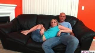 Tiffany Martin est une blondasse très chaude qui éjacule de plaisir !