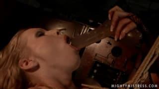 Kira Banks et Mandy Bright sont des femmes qui aiment l'extrême