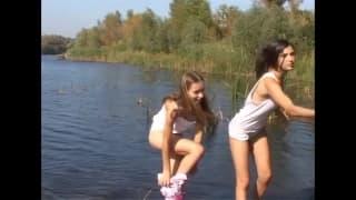 Deux filles qui aiment se caresser