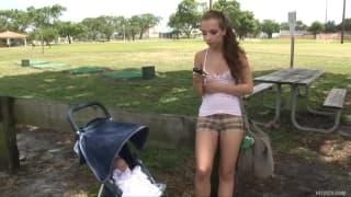 Sophia Sutra - Une étudiante chaude qui rentre se faire troncher