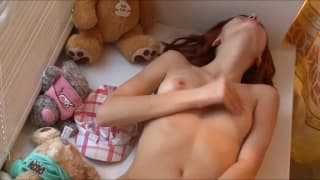 Petite scène très délicate avec une jeune assez soft