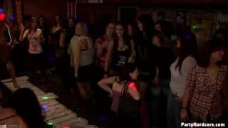 Des femmes vraiment motivées dans ce night club !