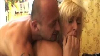 Lili une femme mature qui adore le porno !