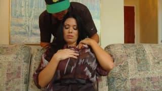Sienna West excite cet homme pour qu'il vienne la baiser !
