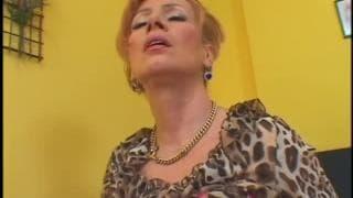 Lady teste le sexe interraciale pour la première fois !
