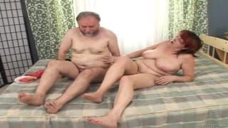 Ivona elle est mature mais elle veut du sexe