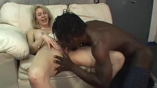 Erica Lauren est une femme qui aime les gros pénis !