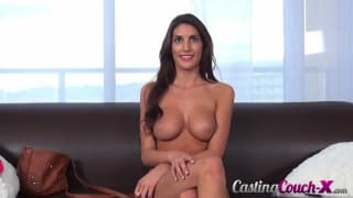 August Ames passe à l'action chez CastingCouch-x