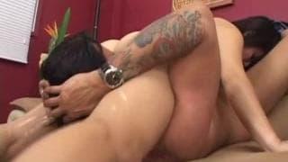 Amatrice asiatique qui veut devenir la reine du porn