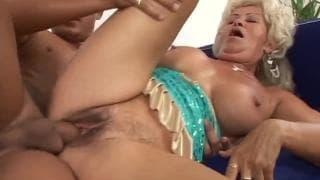 Renata F elle est mature et elle aime la bite