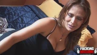 Monique Fuentes elle s'amuse avec avec son anus !