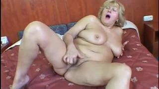 Lola Nole une actrice mature et grosse !