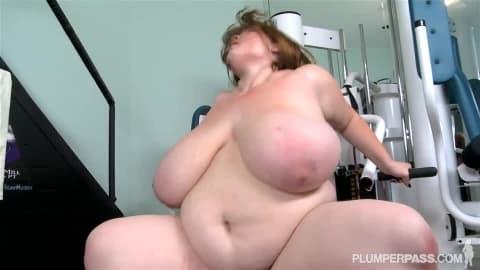 Lexxxi Luxe une énorme femme qui veut baiser !