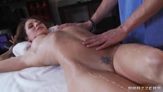 Jenni Lee se détend avec une bonne session de sexe
