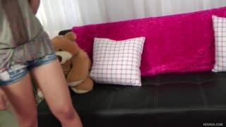Giselle Leon est une jolie brune qui veut du sexe