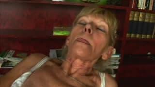 Inci une vieille femme chaude et poilue