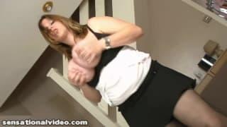 Amber Hall a des seins énormes, c'est du XXXXL