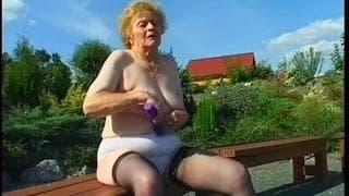 Miroslava est une grand-mère veuve qui aime le sexe